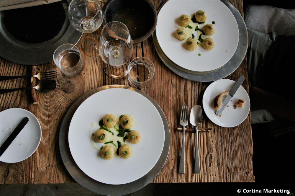 Danie w restauracji SanBrite w Cortinie